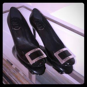 Roger Vivier Gorgeous Black Patent Heels. Sz 39.9
